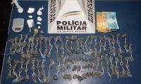MANHUAÇU – PM  prende autor, apreende menores e boa quantidade de drogas no bairro Santana.