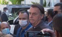 Bolsonaro tem alta de hospital e se defende de suspeitas de irregularidades na compra de vacinas.